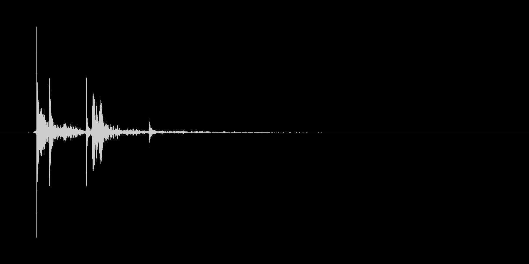 ピチャッ(水滴、水道、しずく、落ちる)の未再生の波形