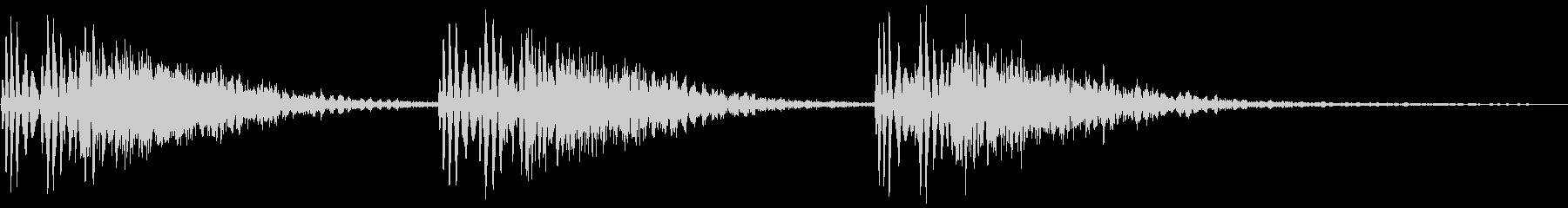 パンチやキックの打撃音3連発(ビシッ!)の未再生の波形