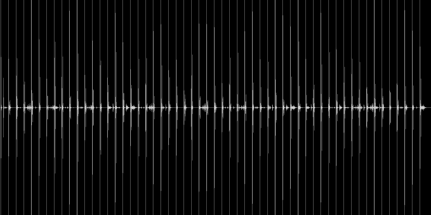 スニーカーで木製の床の上を走る音の未再生の波形