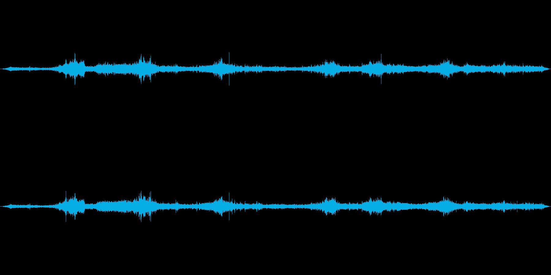 岩場に打ち寄せる波の音の再生済みの波形