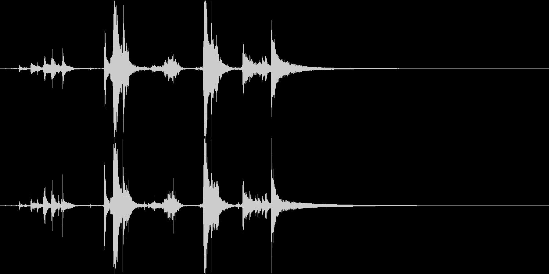 カランコロンキーン(魔法瓶を開ける音)の未再生の波形