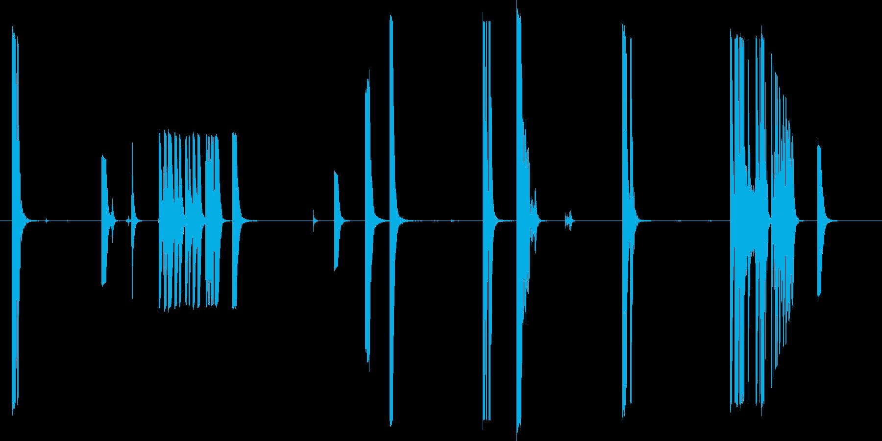 金属の金属パイプのヒットとタップの再生済みの波形