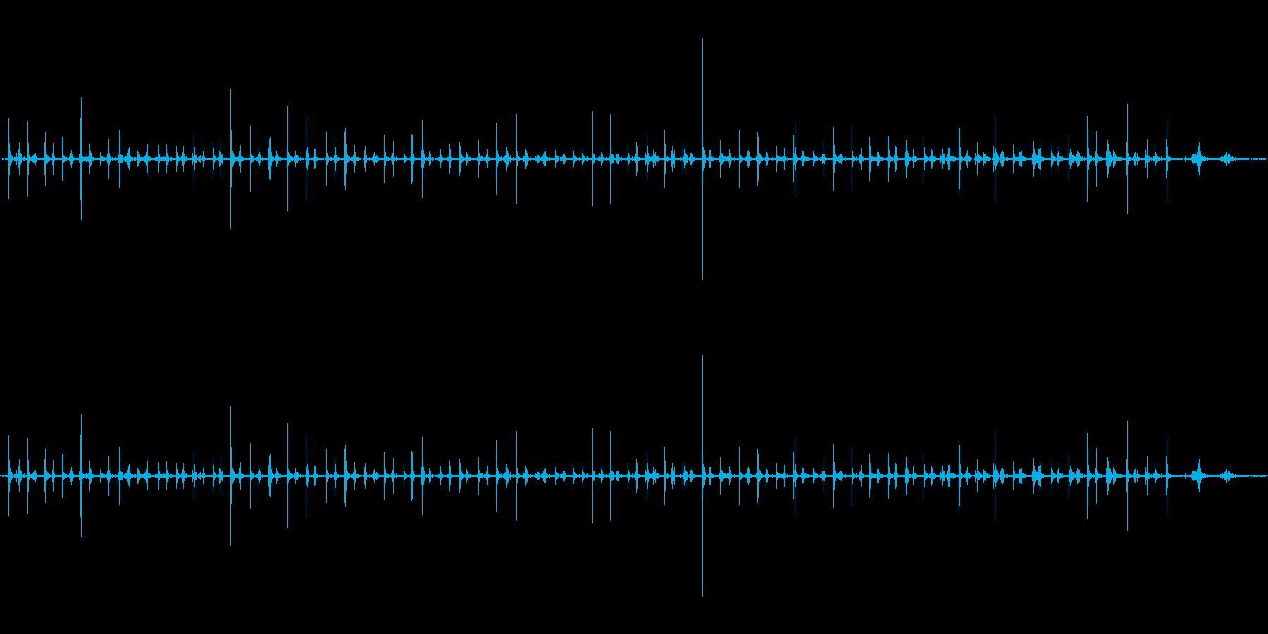 足音(歩く1)サンダル+コンクリートの再生済みの波形