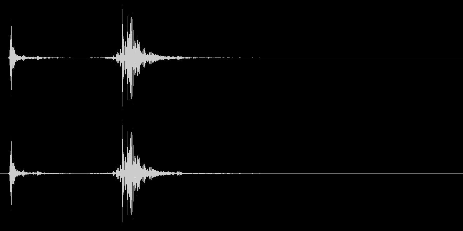 アタッシュケースの留め具を閉じる音_1の未再生の波形