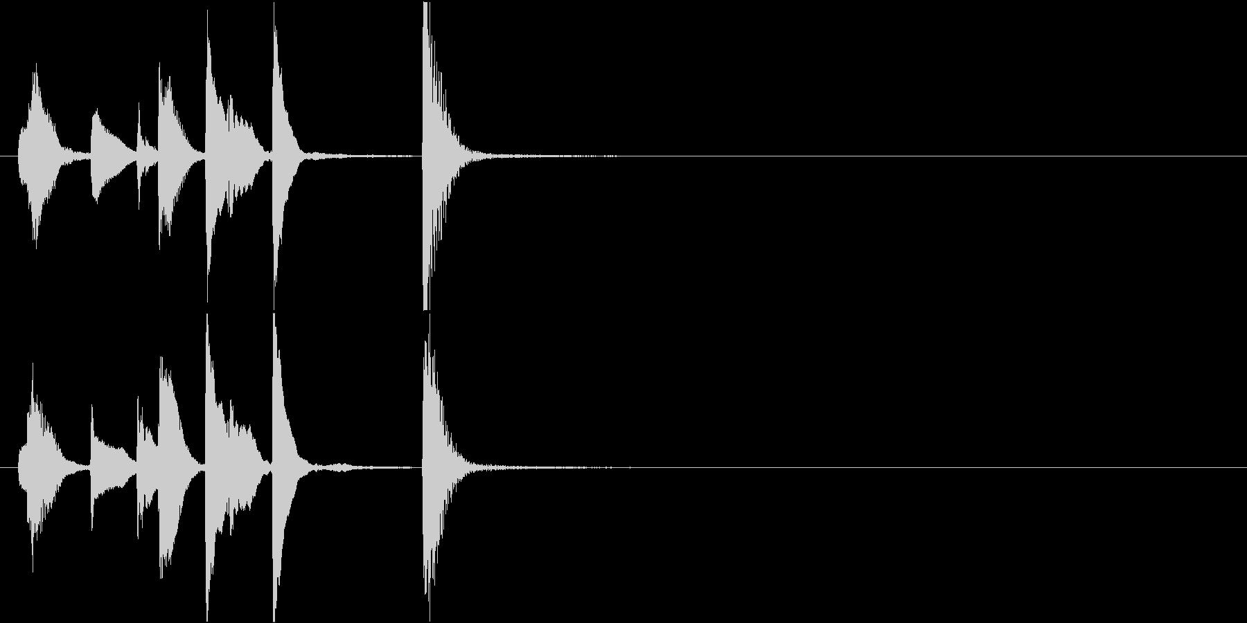 場面転換にハッピーなピアノジングルの未再生の波形