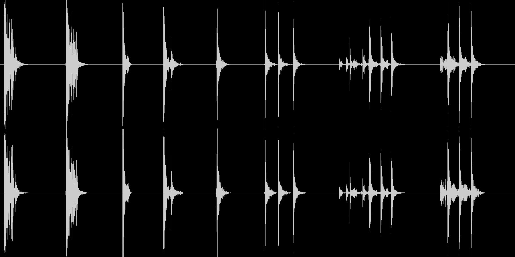 メタルドア;ノッカーでミディアムサイズの未再生の波形
