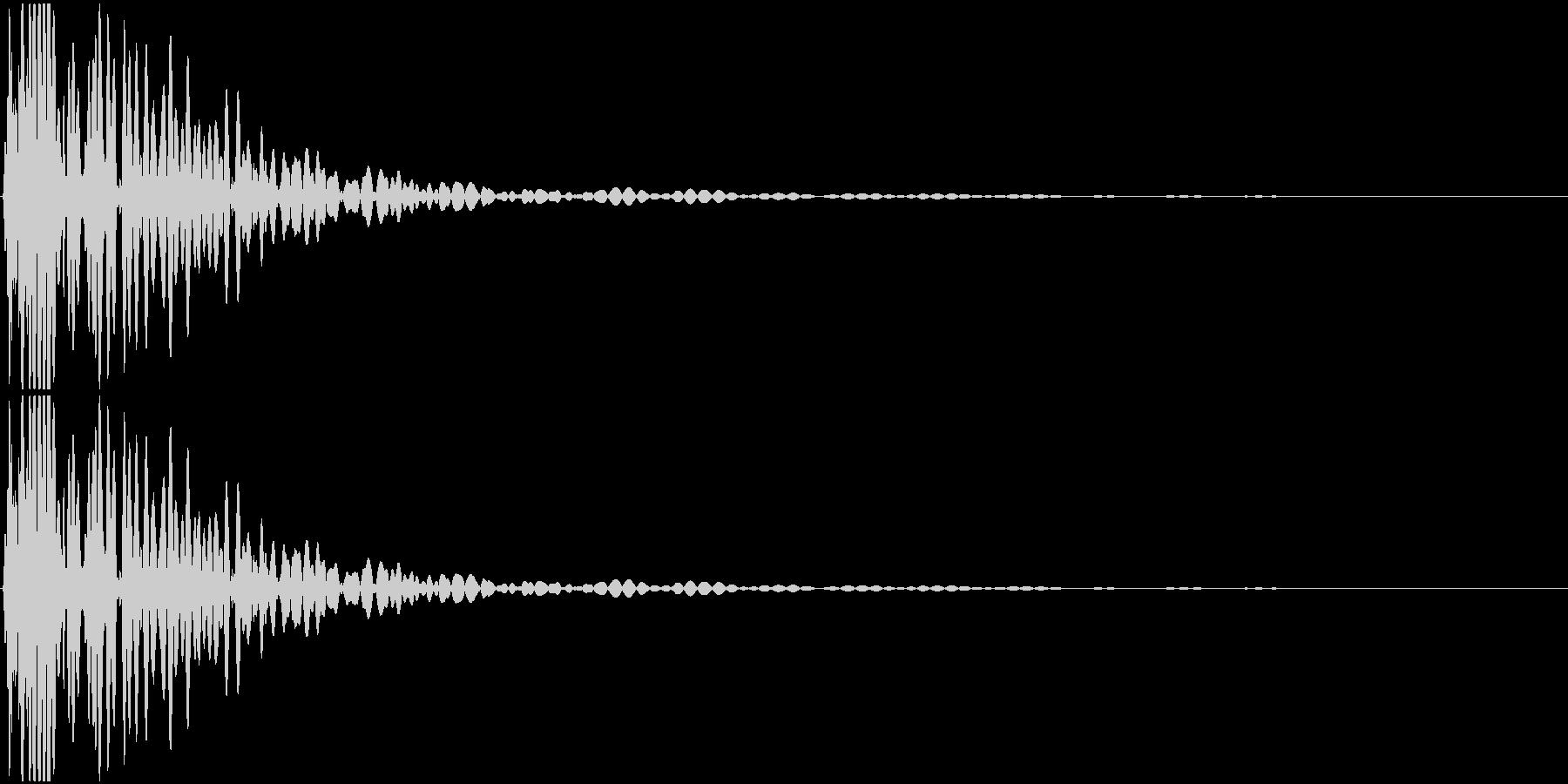シンセサイザーで作ったキックを元に作成…の未再生の波形