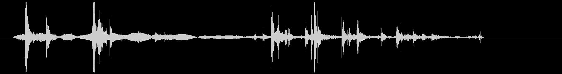 飴 噛む(カリッ、ガリッ)の未再生の波形