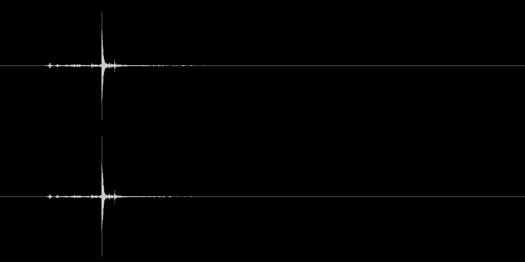 カチャ、スチャ系のUI、構える系の音にもの未再生の波形