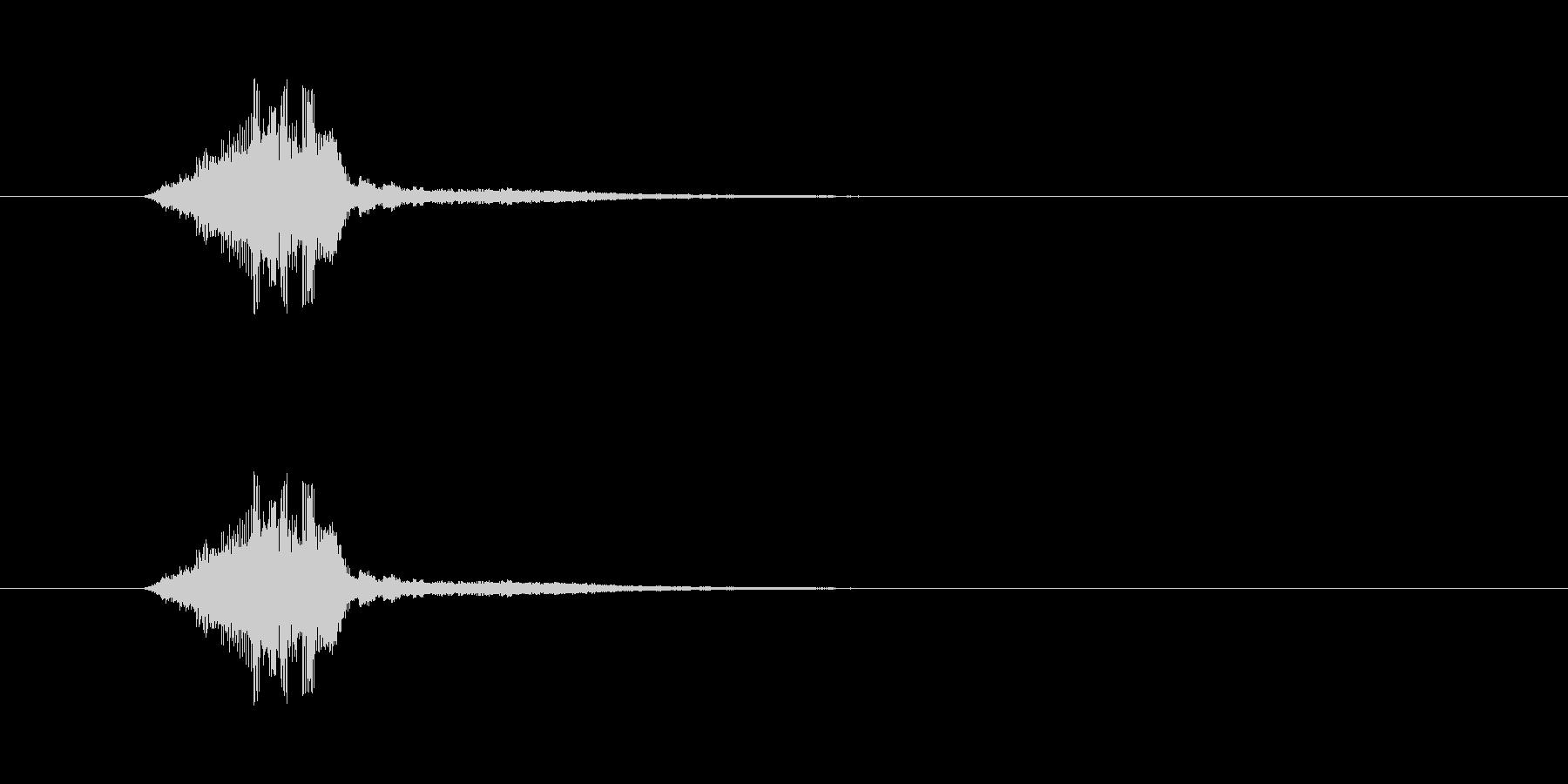 シャキン 剣を鞘から抜く短い音 金属同…の未再生の波形