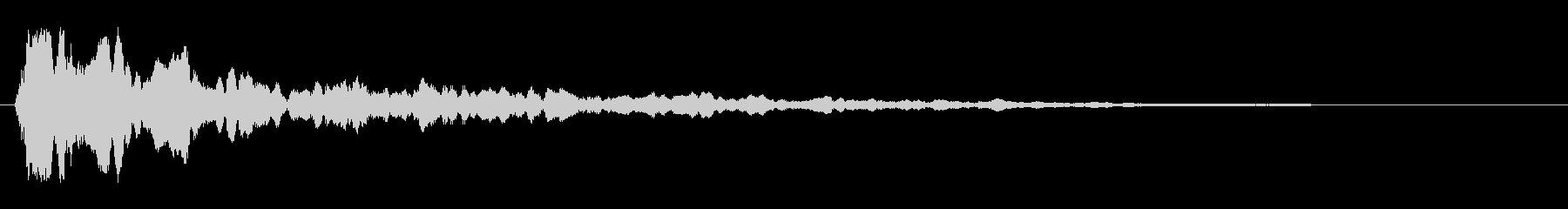 カ〜ン(乾いた木や金属を叩いた音)の未再生の波形