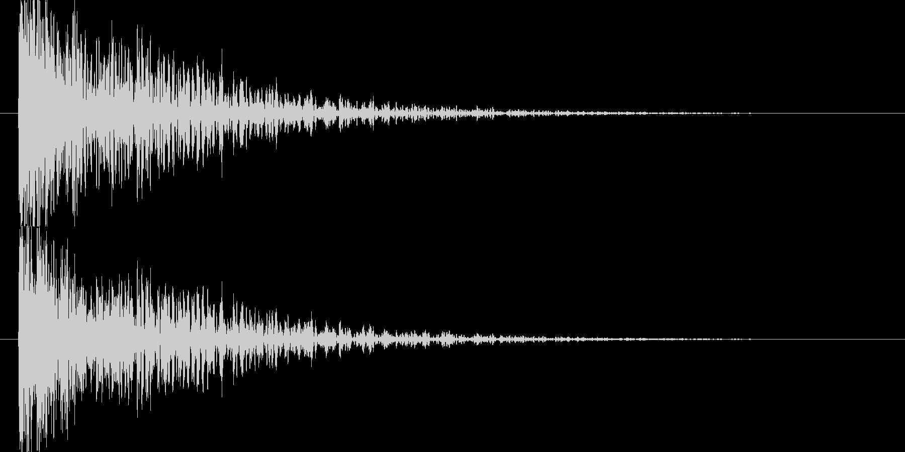 重く裂ける音の未再生の波形