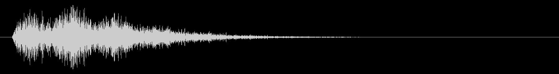 長い尾を持つ低雷衝撃の未再生の波形
