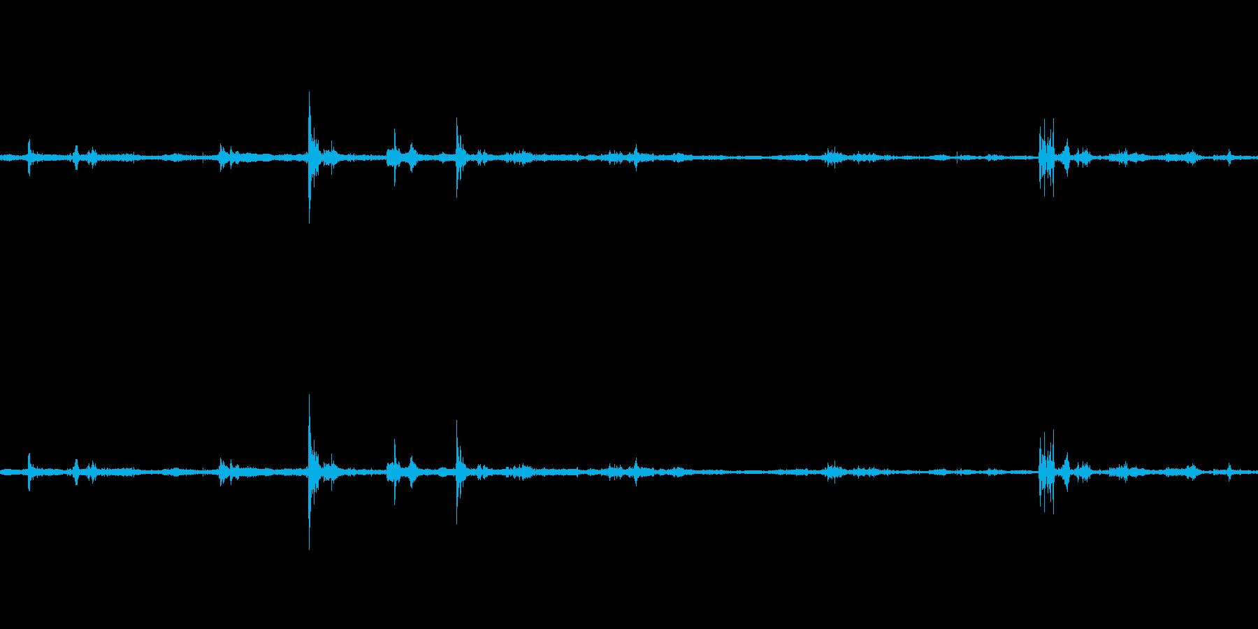 【生音】雷雨4 - 雨と雷と落雷と通行…の再生済みの波形