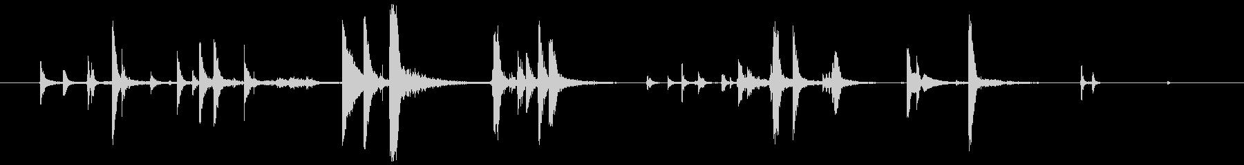 ベルトの金具(カチャカシャ)の未再生の波形