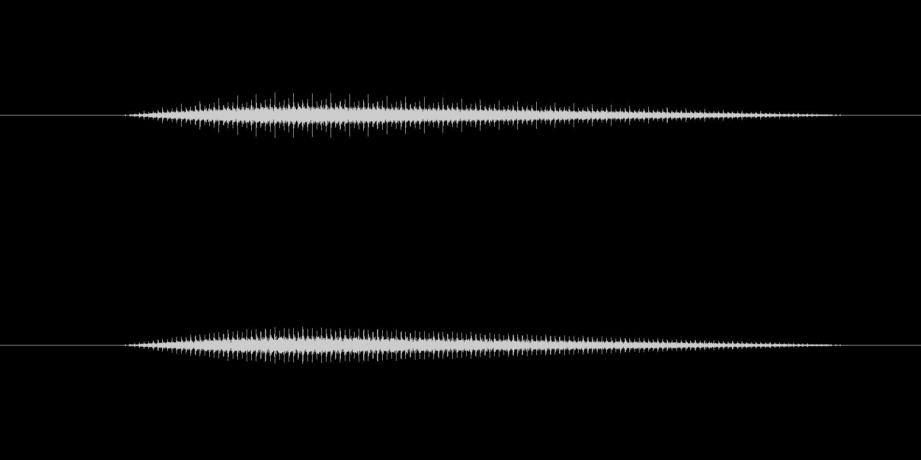 レシプロ機の回転翼の様な音です。どちら…の未再生の波形