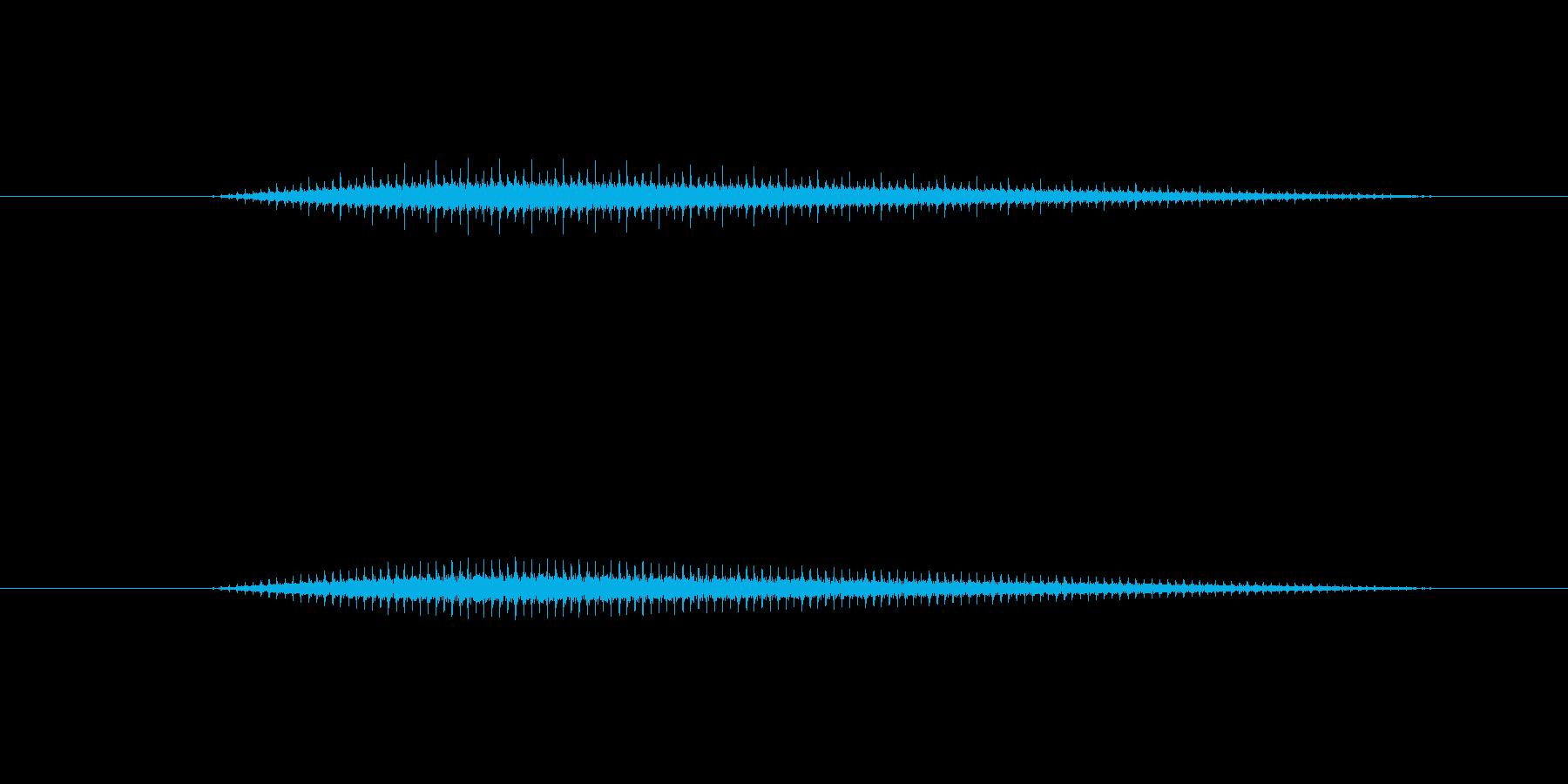 レシプロ機の回転翼の様な音です。どちら…の再生済みの波形