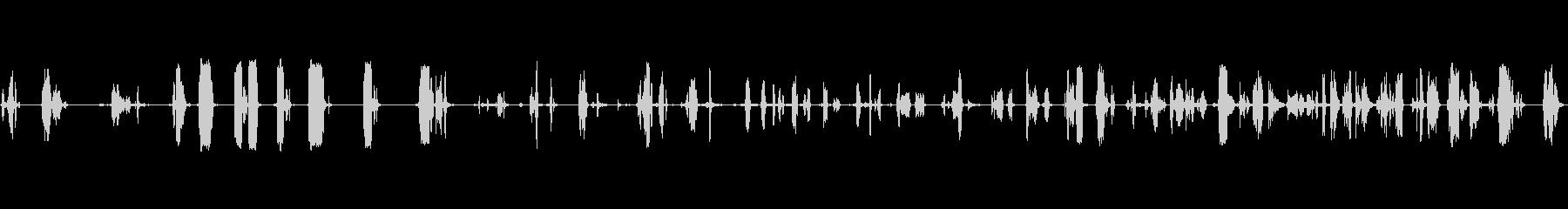 さまざまな金属ヒンジの鳴き声と鳴き声の未再生の波形