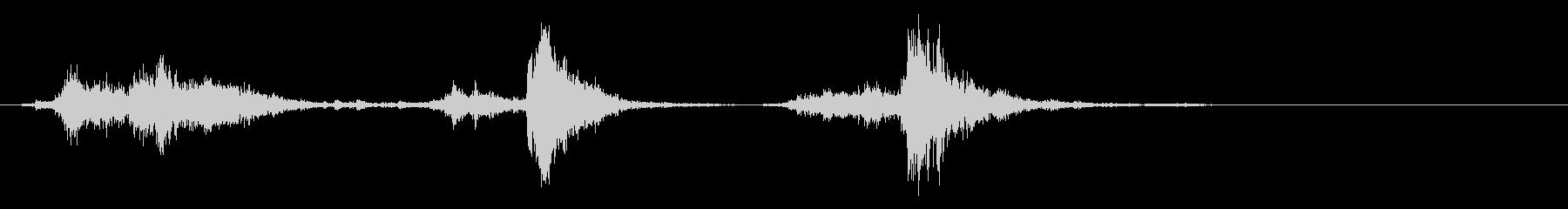 スチール缶貯金箱を振る音(大3回)の未再生の波形