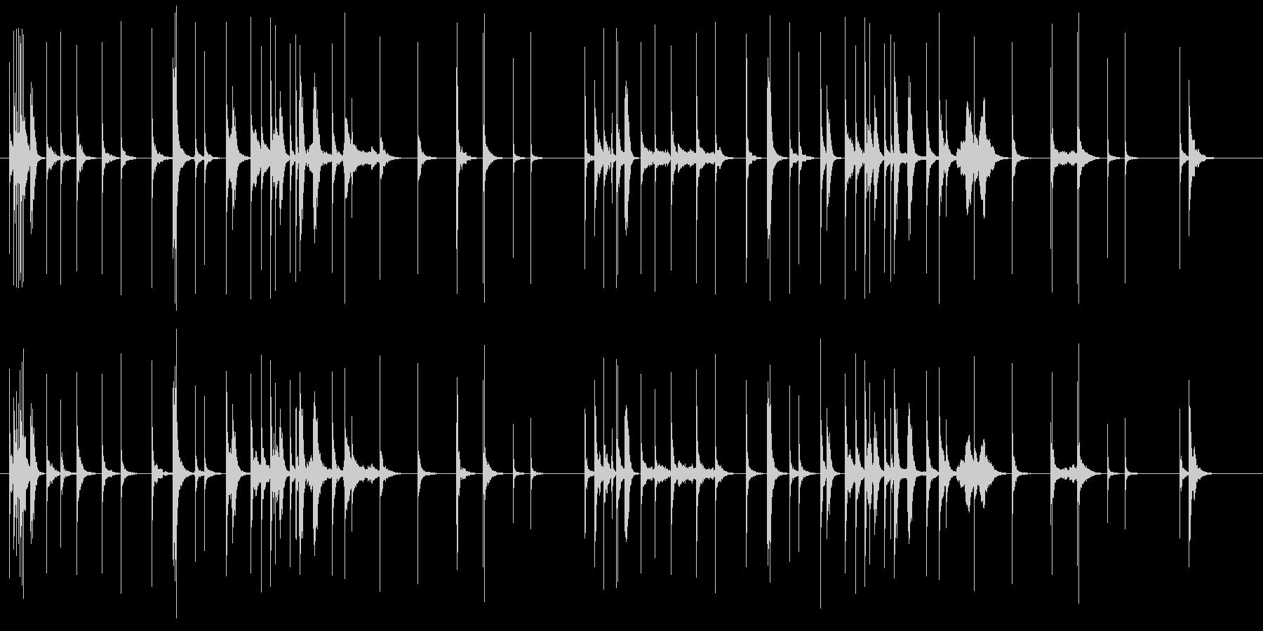 三味線が静けさの中に鳴り響く曲の未再生の波形