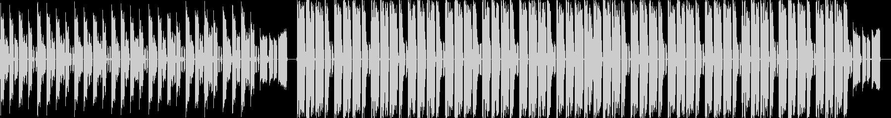 ピコピコ音のする4つ打ちBGMの未再生の波形