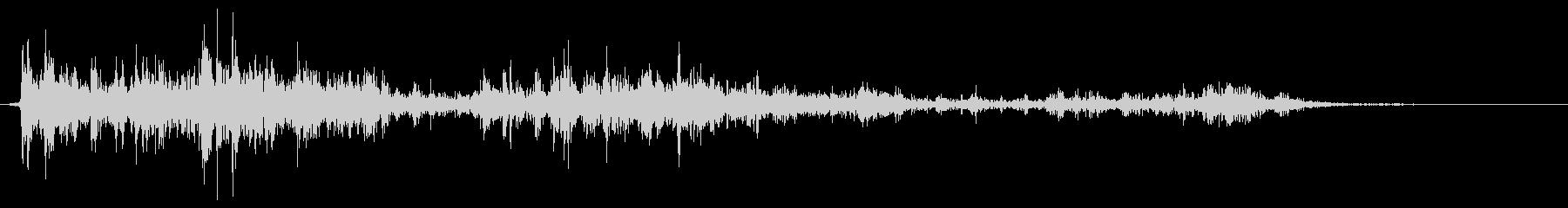 土砂降りの中の落雷の音(室内で録音)の未再生の波形