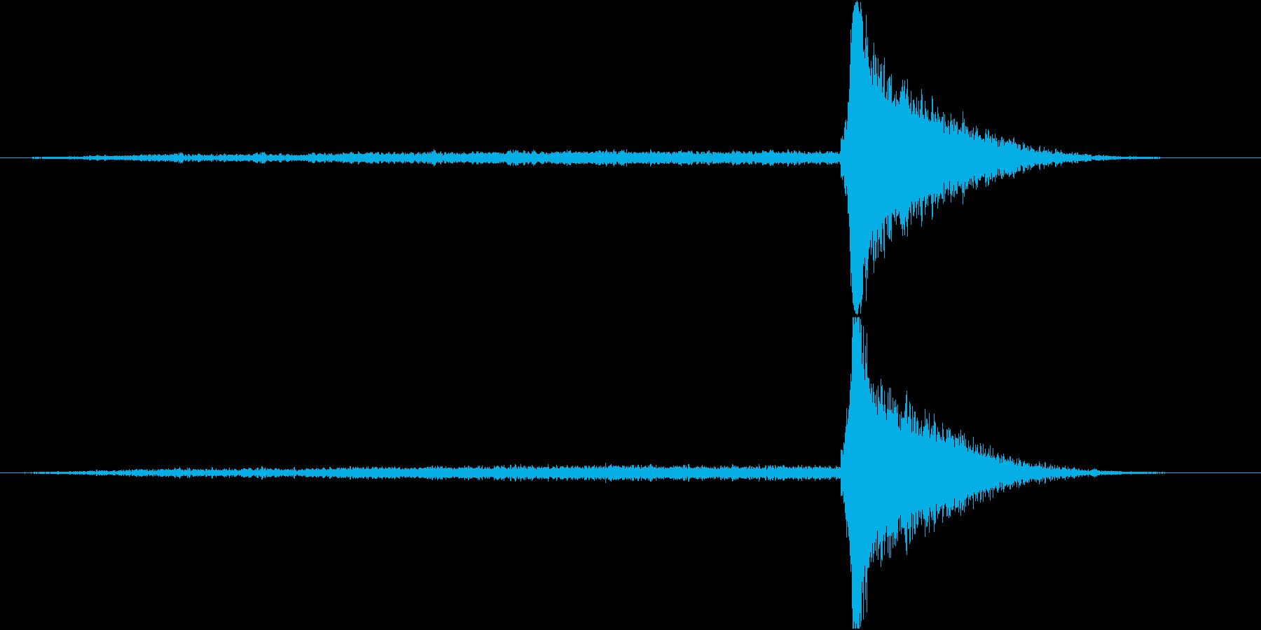 ホラー系衝撃音2 +最初に高音煽り20秒の再生済みの波形