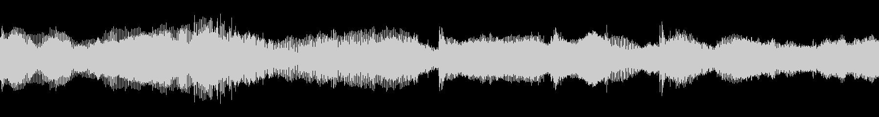 シンセサイザーによる緊迫した音楽の未再生の波形