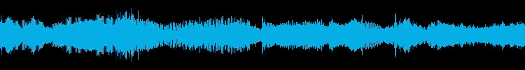シンセサイザーによる緊迫した音楽の再生済みの波形