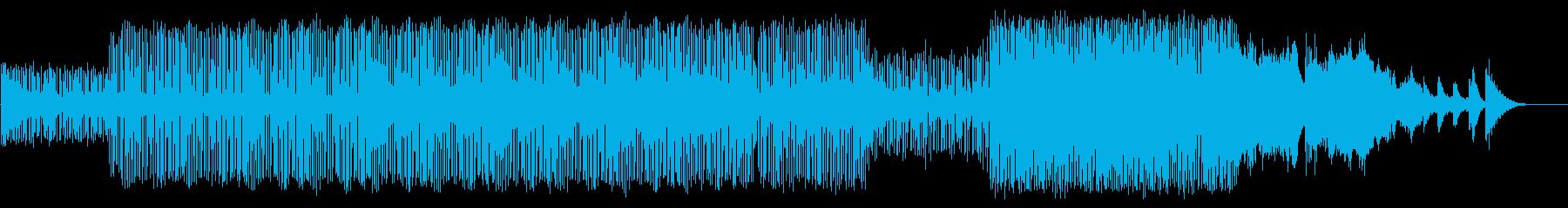 青白い月明かりの山道をドライブするジャズの再生済みの波形