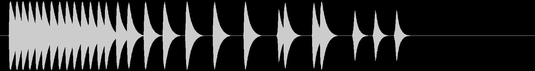 高速から低速、低音、複数回のスウィ...の未再生の波形