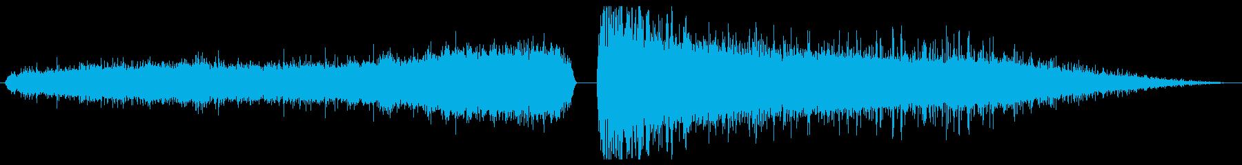 爆弾ヒューズの燃焼と爆発の再生済みの波形