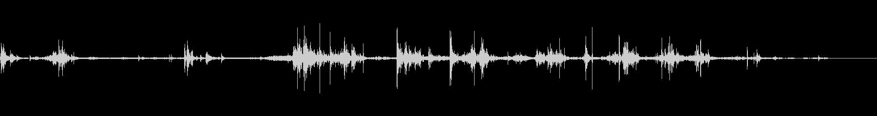 スケボーのローラーがカシャカシャ鳴る音の未再生の波形