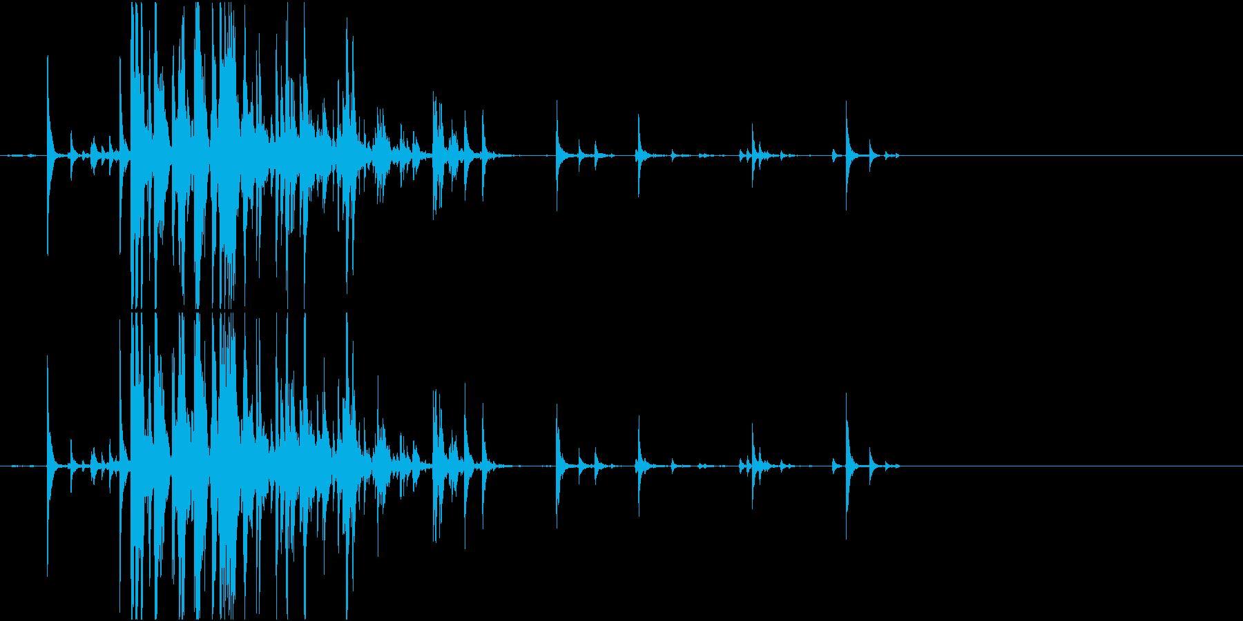 【生録音】瓶の中の錠剤が転がる音の再生済みの波形