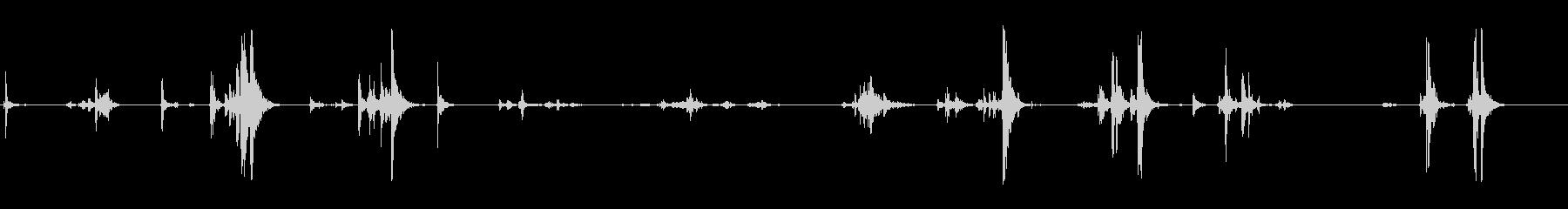 小さめのケースを開け閉めする音の未再生の波形