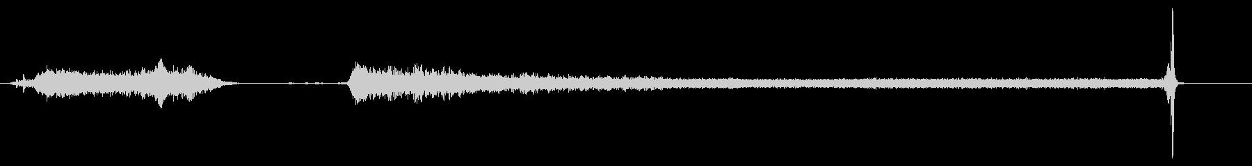 ミディアムラバーバルーンの爆発とタ...の未再生の波形