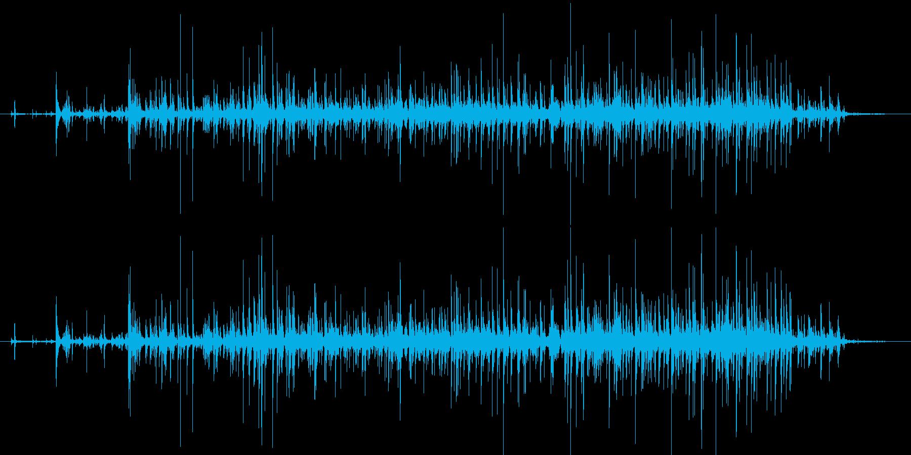 ASMR 冷たい水をコップに注ぐ音の再生済みの波形