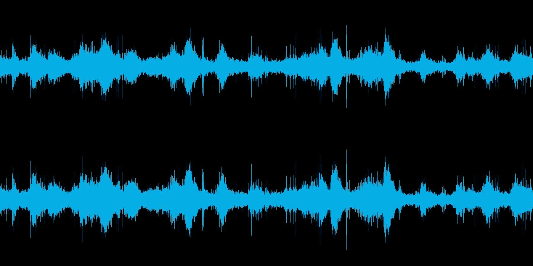 ループ再生・波音・岩場に緩やかに当たる波の再生済みの波形