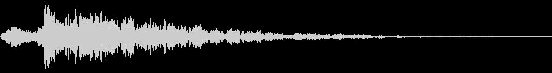 大きな残響ドラムヒットとエコーチャイムの未再生の波形