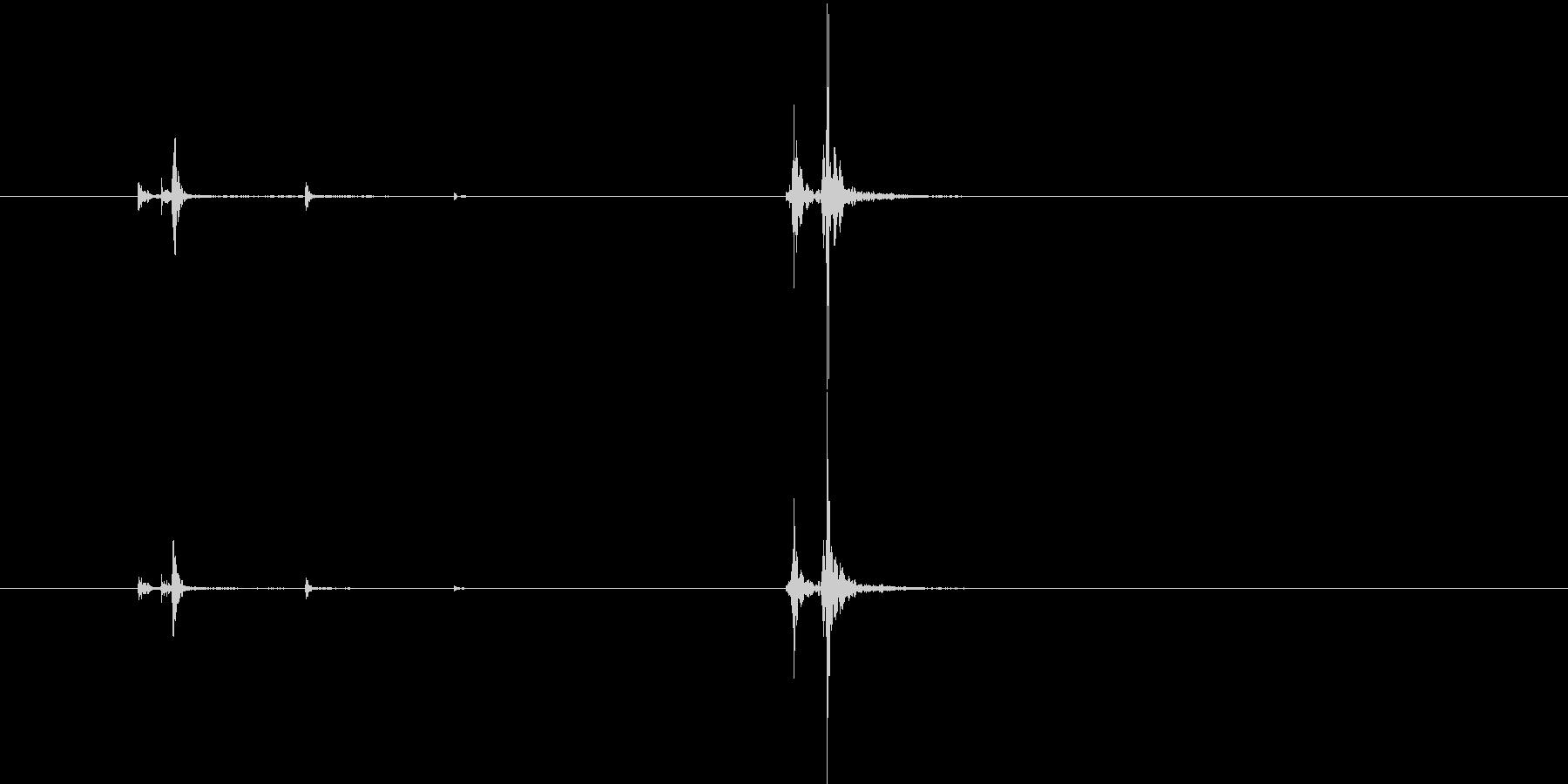 カパ(スプレーのキャップを閉じる音)の未再生の波形