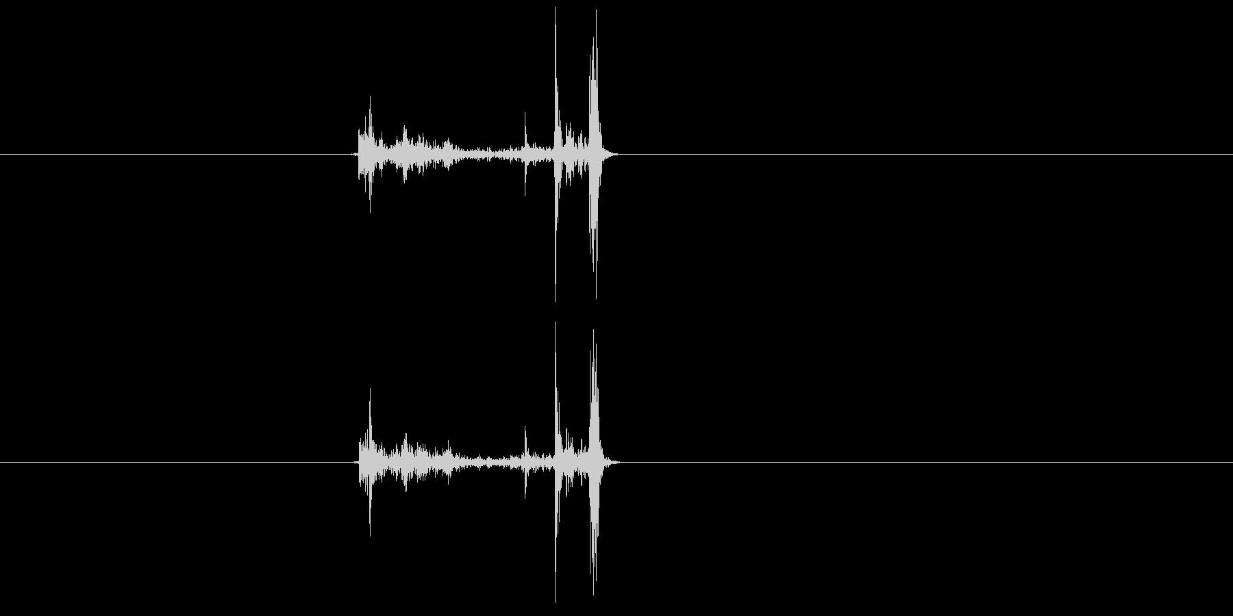 カチャッ(銃、マガジン、装着、弾倉)の未再生の波形