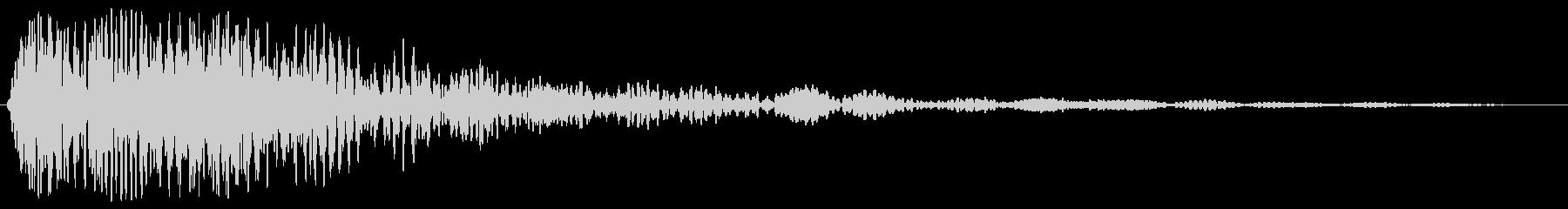 ドゥーンと響く爆発音の未再生の波形