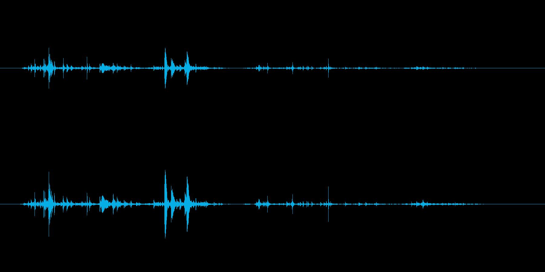 チョロチョロ…グラスに水を注ぐ音の再生済みの波形