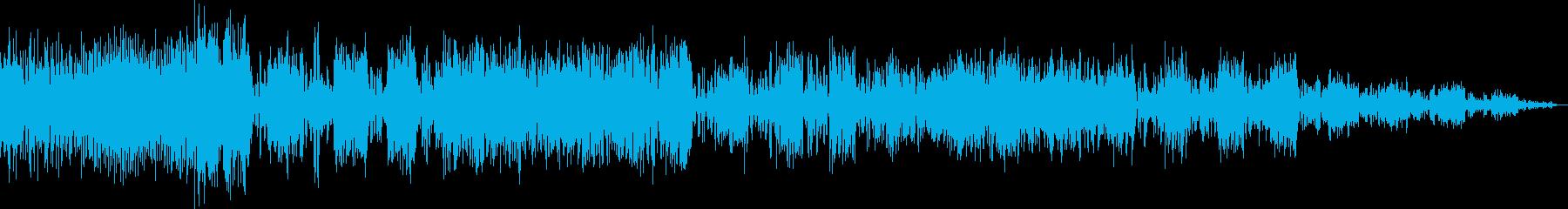 激しい音楽ヒットパニング遅延の再生済みの波形