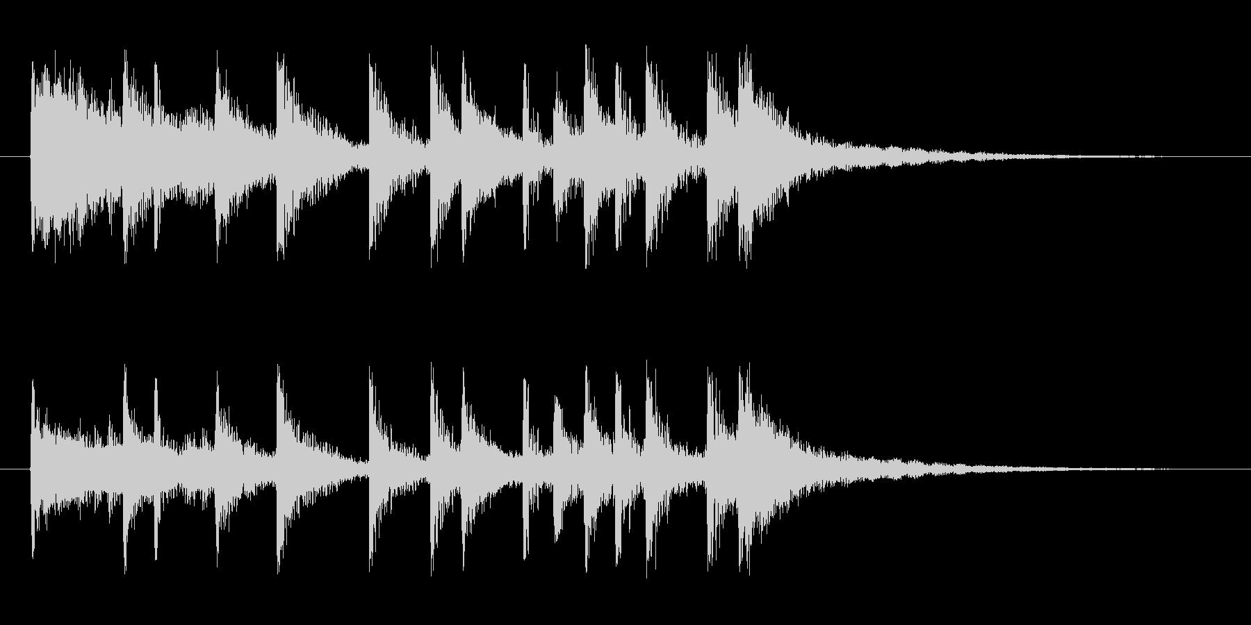 ドタバタと賑やかなロックドラムのジングルの未再生の波形