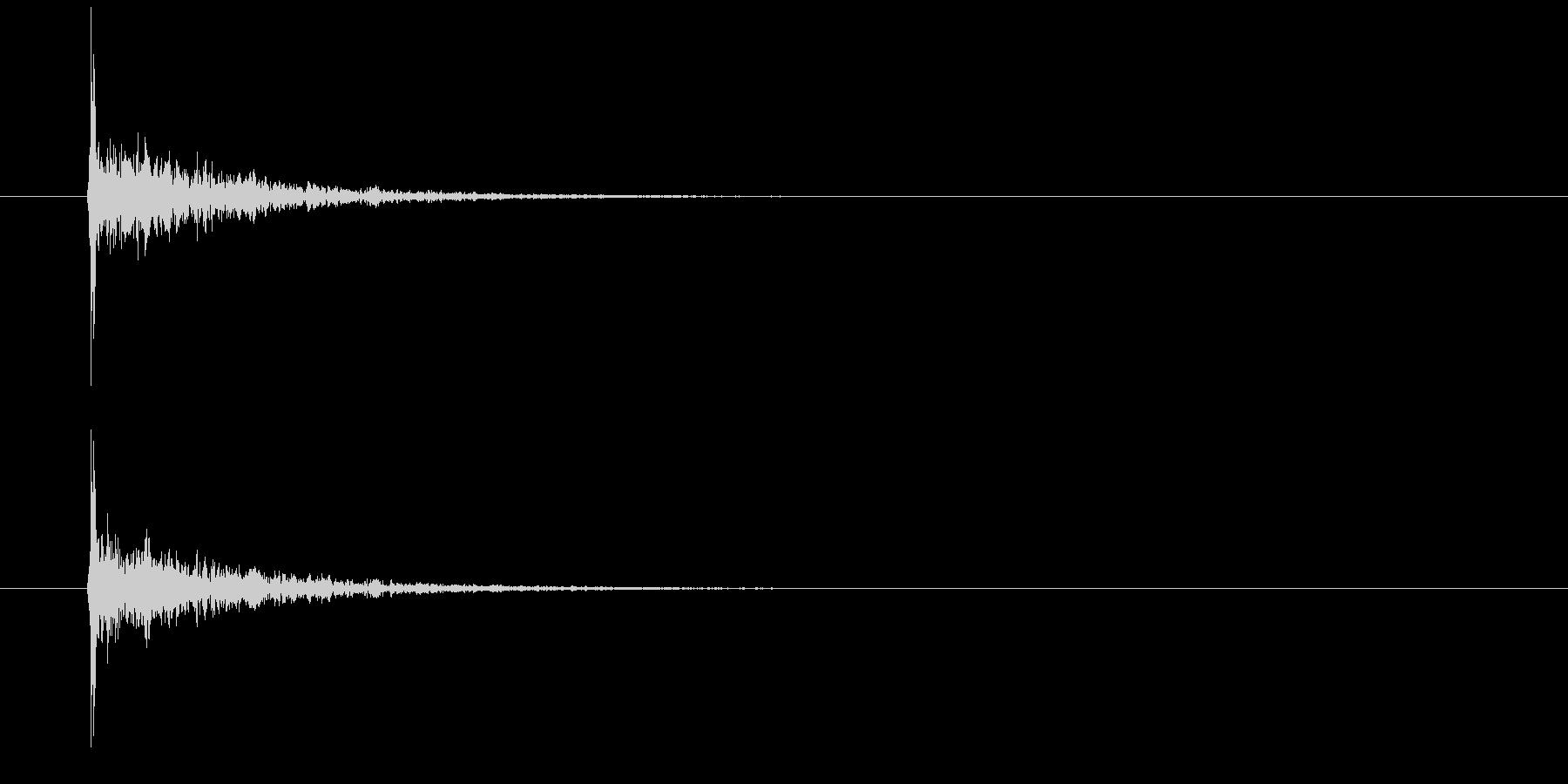 服 インパクトハードインドアショート04の未再生の波形
