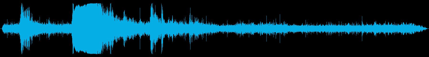 近くで雷が落ちる音(バーン!ゴロゴロ)の再生済みの波形