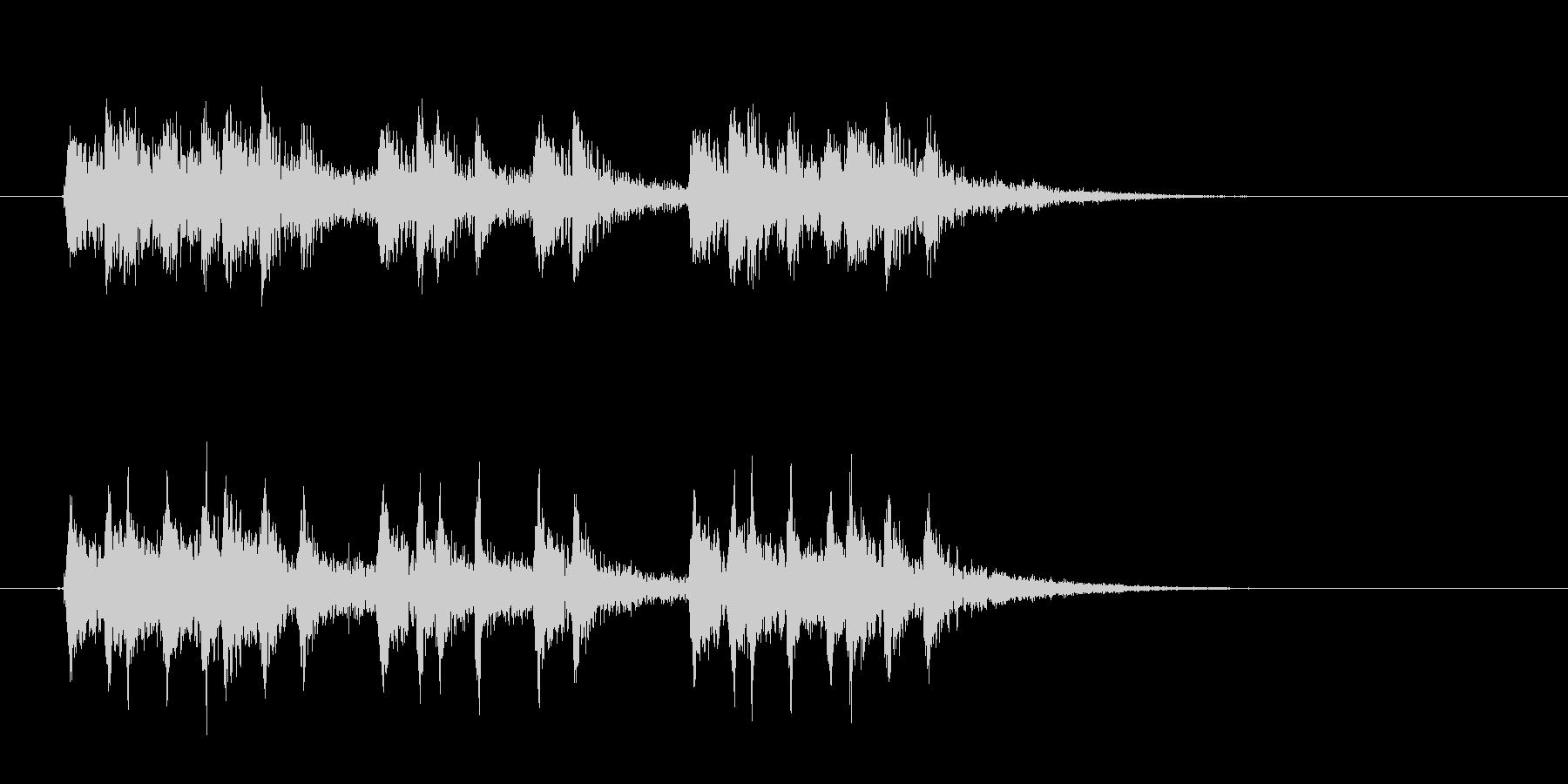 激しくキラキラとしたテクノ音楽の未再生の波形
