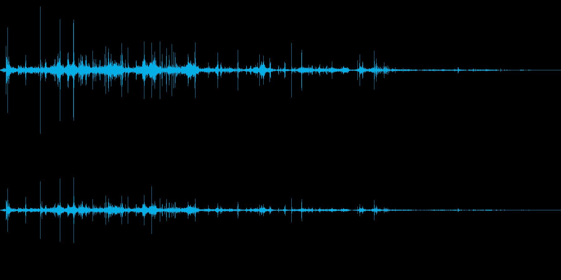 紙をくしゃくしゃ丸める音の再生済みの波形