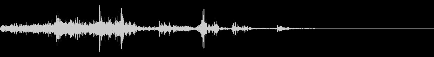 ペラ(左から右へページをめくる音)の未再生の波形